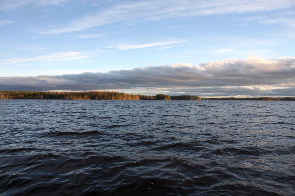 Kansanliikkeen tavoite on kunnianhimoinen, mutta realistinen. Vuoteen 2025 mennessä Kuivasjärvi valuma-alueineen on merkittävä kalastuskohde, ja täysin elpynyt. Kuva: Kuivasjärven kansanliikkeen kuva-arkisto, 2014.
