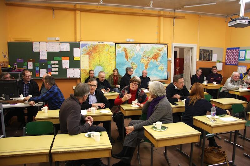 Kuivasjärven mittaustulokset keskusteluttivat kovasti Pohjois-Parkanon koululla tammikuussa 2015. OSK Lumimuutos, 2015