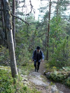 Eero Murtomäki metsäretkellä.
