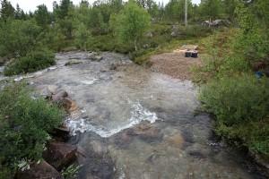 Kutusoraikot paikallaan, uoma ennallistettu, talvi ja kevät seurataan ja viimeistellään 2018 Kirakkakoskella.